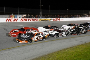 Daniel Dye (43), Jett Noland (50), Jerick Johnson (76), Hayden Sprague (51), Connor Mosack (28) and Jamie Skinner (5) start a Pro Late Model feature (Kim Kemperman photo)
